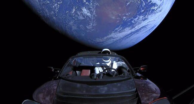 Lars Seier shortede Tesla – Læs historien her!