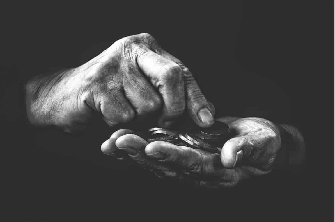 Penge i hænder